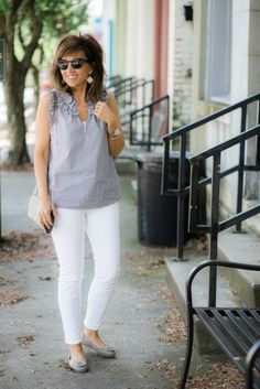Spring Tops-Details Make All The Difference - Cyndi Spivey Fashion For Women Over 40, 50 Fashion, Fashion Outfits, Fashion Tips, Fashion Design, Fashion Black, Fashion Ideas, Spring Fashion Trends, Spring Summer Fashion