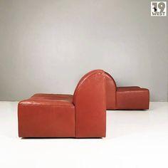 Zwei Loungesessel aus den 1970er Jahren. Jetzt bei www.19west.de. Mehr Info in unserer Instagram Bio. Wir lesen hier selten die Kommentare. Bitte schickt eine Mail an info@19west.de. #19west #vintage #design #furniture #möbel #designklassiker #fifties #sixties #seventies #modernist #midcentury #wohndesign #vintagemöbel #vintagedesign #retromöbel #zuverkaufen
