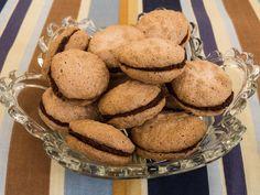 Himbeer-Macarons mit Schokofüllung