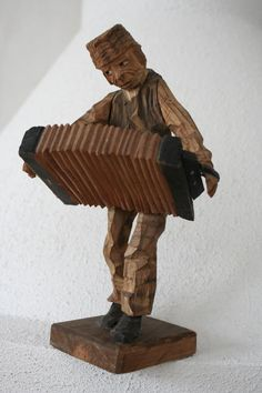 Accordion / Wooden sculpture by Axel Ericsson about 1920-25