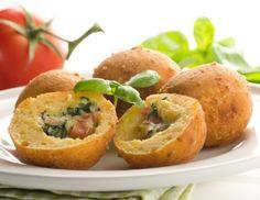 Paradeiser-Basilikum-Käseknödel Fingerfood Party, Savoury Dishes, Baked Potato, Muffin, Potatoes, Yummy Food, Cheese, Baking, Fruit