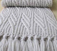 """Светло серый шарф """"Иней в ноябре"""" спицами."""