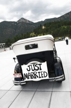 http://SpringsWeddings.com ... Cute idea and great photo from http://NewConceptPhotography.com
