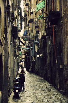 Urban Alleys  Parto, Naples | Italy (by tiflosourtis)