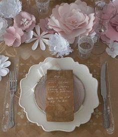Beautiful simple table decor
