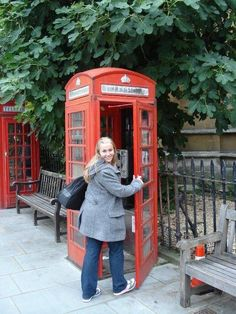 Foto: Nadia Rojas Landline Phone, Cabins, London, Pictures