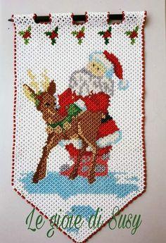 E Piano, Beaded Banners, Christmas Diy, Christmas Ornaments, Beaded Animals, Doilies, Bohemian Rug, Beads, Renna