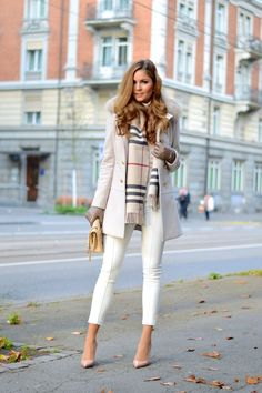 Woman`s Autumn Fashion White Skinny Jeans
