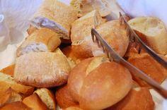 焼きそばパンにクリームパン……日本で工夫された惣菜パン&菓子パンのルーツは? [T-SITE]