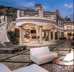 Mi patio es moderno. Mi patio es de ladrillo. - Luxury Today