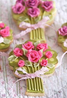 Haute Cakes Couture - Couture Cakes: Wedding Bouquet Cookies by frances Cookies Cupcake, Galletas Cookies, Fancy Cookies, Flower Cookies, Cute Cookies, Iced Cookies, Cookies Et Biscuits, Sugar Cookies, Cookie Bouquet
