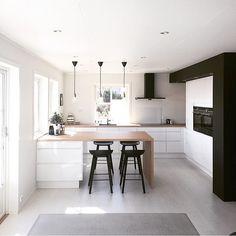 Sunlight ☀️ #home#kitchen#blackandwhite#muubs#hay#interior4all#interior123#whiteinterior @white.interior