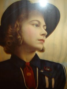 HRH Princess Elizabeth....NEVER SAW THIS PIC BEFORE.........SO DIFFERENT.......SHE LOOKS SO VERY NICE...................ccp