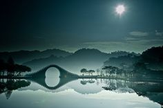 The Moon Bridge, in DaHu (Big Lake) Park in Taipei, northern Taiwan. The park itself in fact sits close to the industrial centre of Taiwan. The northern Neihu district of Taipei is famous for its IT industry and large shopping complexes. Cool Pictures, Cool Photos, Beautiful Pictures, Amazing Photos, Epic Photos, Animal Pictures, Taj Mahal India, Places To Travel, Places To See