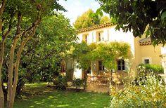 Maison de village avec jardin pour 6 pers. à Lourmarin http://www.luberonweb.com/luberon/gite/les-maisons-du-grand-pre-2299/ Maison de village de charme avec jardin au coeur du village classé de Lourmarin. Charme et confort pour 6 personnes dans un des plus beaux villages du Luberon  http://www.luberonweb.com/tourisme-Luberon-Provence/Lourmarin-36