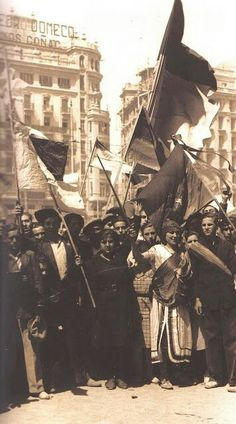 14 de ABRIL de 1931.Proclamacion de la II Republica.Valencia Photography Illustration, Vintage Photography, Indira Ghandi, World History Facts, Foto Madrid, Military Coup, Historia Universal, Protest Art, Women In History