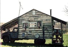 Want a camper with that cabin feeling? This funny truck pictures shows the solutions - a camper you can lumber into summer with. Mini Camper, Camper Van, Vintage Caravans, Vintage Trailers, Vintage Campers, Custom Campers, Jeep Rubicon, Jeep Wrangler, Redneck Trucks