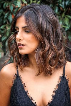 Chocolate And Caramel Balayage With Black Roots hair styles for thick hair bob shoulder length 50 Gorgeous Wavy Bob Hairstyles with an Extra Touch of Femininity Medium Hair Styles, Curly Hair Styles, Cool Haircuts For Girls, Wavy Bob Hairstyles, Gorgeous Hairstyles, Simple Hairstyles, Bob Hairstyles How To Style, Beautiful Haircuts, Bob Haircuts