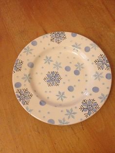 Emma Bridgewater sample Snowflake Plate Christmas Dinnerware, Christmas Dishes, Christmas Tablescapes, Painted Plates, Ceramic Plates, Ceramic Pottery, Painted Pottery, Pottery Painting, Ceramic Painting