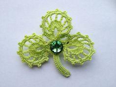 Shamrock crochet lace Brooch pin boutonniere with swarovski centre on Etsy, 15,00€