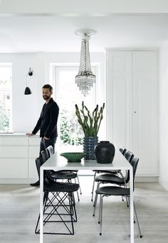 The dining table is called Slim Table and is from Arco. Around it stands Carbon Chair by Moooi and Seven chairs from Fritz Hansen. On the table there is Danish ceramics.