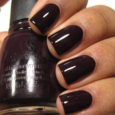 The advantage of the gel is that it allows you to enjoy your French manicure for a long time. There are four different ways to make a French manicure on gel nails. Plum Nails, Dark Nails, Winter Nails Colors 2019, Nail Art Designs, American Nails, Nagellack Trends, Nagel Gel, Nail Polish Colors, Gel Polish
