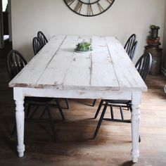 Farmhouse kitchen Farmhouse Table: Getting the chippy look from Sugar & Succulents ~ Everything Home Painted Farmhouse Table, White Farmhouse Table, Farmhouse Dining Room Table, Farmhouse Furniture, White Wash Table, Farmhouse Style, Vintage Farmhouse, Antique Farm Table, Rustic Kitchen Tables