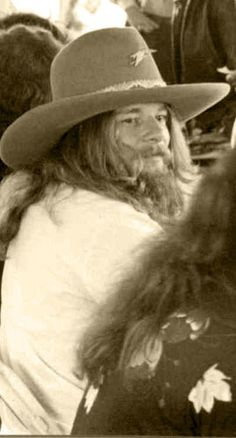 Leon Wilkeson October 17, 1977. Altamonte Springs Florida. Classic Blues, Classic Rock, Great Bands, Cool Bands, Altamonte Springs Florida, Street Survivors, Gary Rossington, Ronnie Van Zant, Play That Funky Music