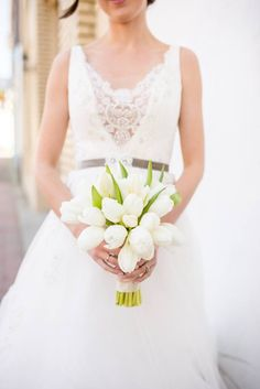 This bride's white tulip bouquet is simply divine. // Eliza Morrill Photography