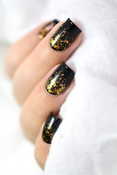 Fall flakies by MarineLP from Nail Art Gallery Star Nails, New Year's Nails, Hair And Nails, Fancy Nails, Cute Nails, Pretty Nails, Jolie Nail Art, Black Gold Nails, New Years Nail Art