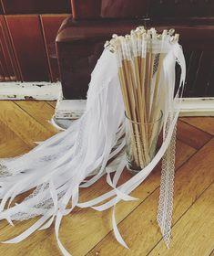 Wundervolle Wedding Wands komplett in weiß #wedding #weddingwands #vintagewedding #vintage #boho #bohowedding #hochzeit Wedding Wands, Boho Wedding, Vintage, Etsy, Handmade, Projects, Bohemian Weddings, Vintage Comics