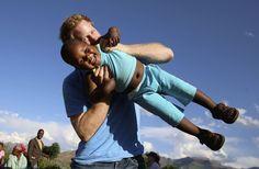 Príncipe Harry divulga fotos de visita a Lesoto, na África (FOTOS)
