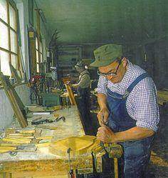 papà Antonio al lavoro in falegnameria