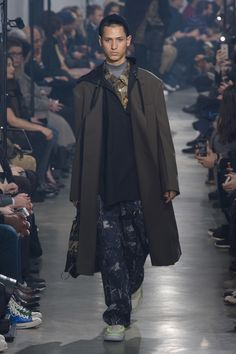 The complete Lanvin Fall 2018 Menswear fashion show now on Vogue Runway.