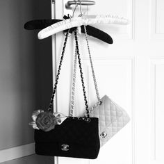 The Chanelbag Guide! now up on www.elle.de/blog/berlin-paris/der-chanel-taschenguide/