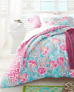 Dream of tropical drinks, lush jungles, white sandy beaches, and a reversible island-paradise comforter and sham. Lilly's fabulous patterns reverse to bright chevron — now, how gorgeous is that?