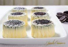 Mini cheesecake cu Oreo – reteta video via Dessert Cake Recipes, No Cook Desserts, Dessert Drinks, Sweets Recipes, Sweet Desserts, Cookie Recipes, Delicious Desserts, Oreo Cheesecake Cupcakes, Oreo Cake