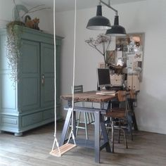 Onze werkplek in huis. Vaak een georganiseerd zootje maar vandaag lekker opgeruimd!  #stoerwonen #vintage #industrieel #vintageindustrialfurniture #vintageindustrial