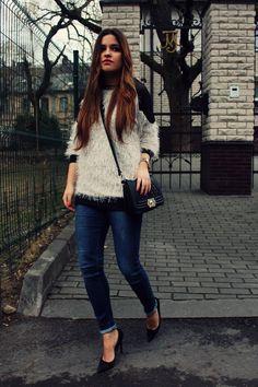 Street style: sweater + heels