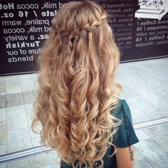 Curled Hairstyles For Homecoming Messy - â + inspirational curly hairstyles for prom hairstyles hoco half Down Curly Hairstyles, Formal Hairstyles For Long Hair, Homecoming Hairstyles, Braided Hairstyles, Wedding Hairstyles, Hairstyles Haircuts, Teenage Hairstyles, Hairstyles Videos, Curled Prom Hair