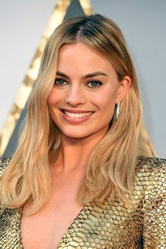 Natural pretty make up tones, lived in glamour locks   Repinned:  Oscars 2016: The Best Beauty Looks From the Red Carpet: Margot Robbie | http://allure.com