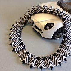 necklace black & white