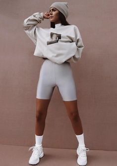 72 Street Style Athleisure Looks For 2020 Cycling Shorts Outfit Athleisure Street style Legging Outfits, Leggings Outfit Fall, Yoga Pants Outfit, Athleisure Outfits, Sneaker Outfits, Shoes With Leggings, Leggings Style, Athleisure Fashion, Nike Leggings