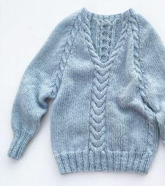 Hei der sommer! Jeg er snart klar for å bruke strikken min altså  #egostrikkfraifjor #strikkedilla // Hey there summer! Need to use my knits soon  #toohotforknits #iloveknitting #knittersofinstagram