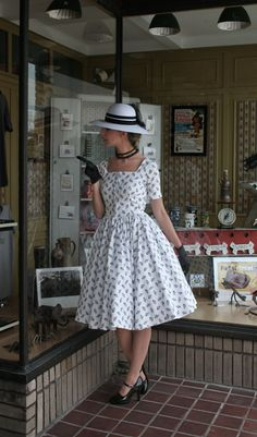 LOVE this!!!  Yup I had this dress with blue spots, not the hat though.   Hats never seemed to fit.  They always managed to sit on my ears.   Not a good look as far as I was concerned.