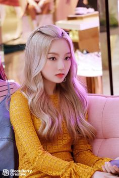 Hair Care Tips That You Shouldn't Pass Up. If you don't like your hair, you are not alone. Kpop Girl Groups, Korean Girl Groups, Kpop Girls, Afro, Divas, We Heart It, Remy Hair Extensions, Olivia Hye, Hair Care Tips