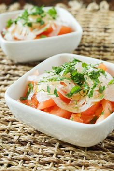 Ensalada Chilena is a simple summer Chilean salad made with fresh tomatoes, thinly sliced onions, and cilantro. It is tossed in a light olive oil vinegar dressing. Chili peppers are occasionally di… Veggie Recipes, Salad Recipes, Vegetarian Recipes, Healthy Recipes, Chilean Food, Tomato And Onion Salad, Chilean Recipes, Rice Salad, Vegetables