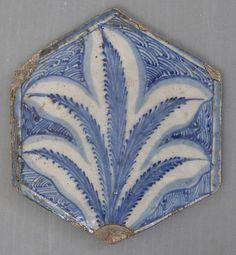 (tile -or rama)Hexagonal Tile. 15th century. Egypt.