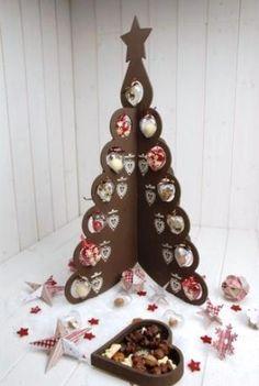 Résultats Google Recherche d'images correspondant à http://www.trucsetdeco.com/images/stories/deco/decoration-un-sapin-noel-facon-chocolat-0.jpg