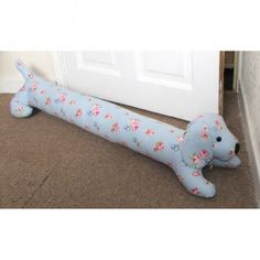 Sausage Dog Draught Excluder Fabric Yarn, Fabric Scraps, Love Sewing, Sewing For Kids, Diy Sewing Projects, Sewing Crafts, Creative Crafts, Kids Crafts, Doorstop Pattern